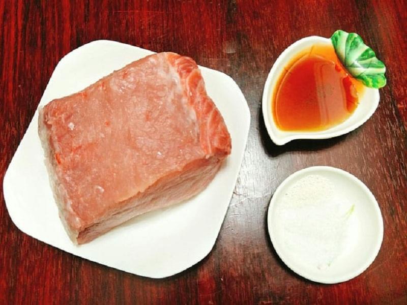 Làm ruốc thịt lợn cần chọn thịt lợn nạc thăn hoặc nạc mông không lẫn mỡ