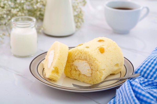 Bánh bông lan cuộn nho khô được rất nhiều thực khách yêu thích bởi hương vị độc đáo