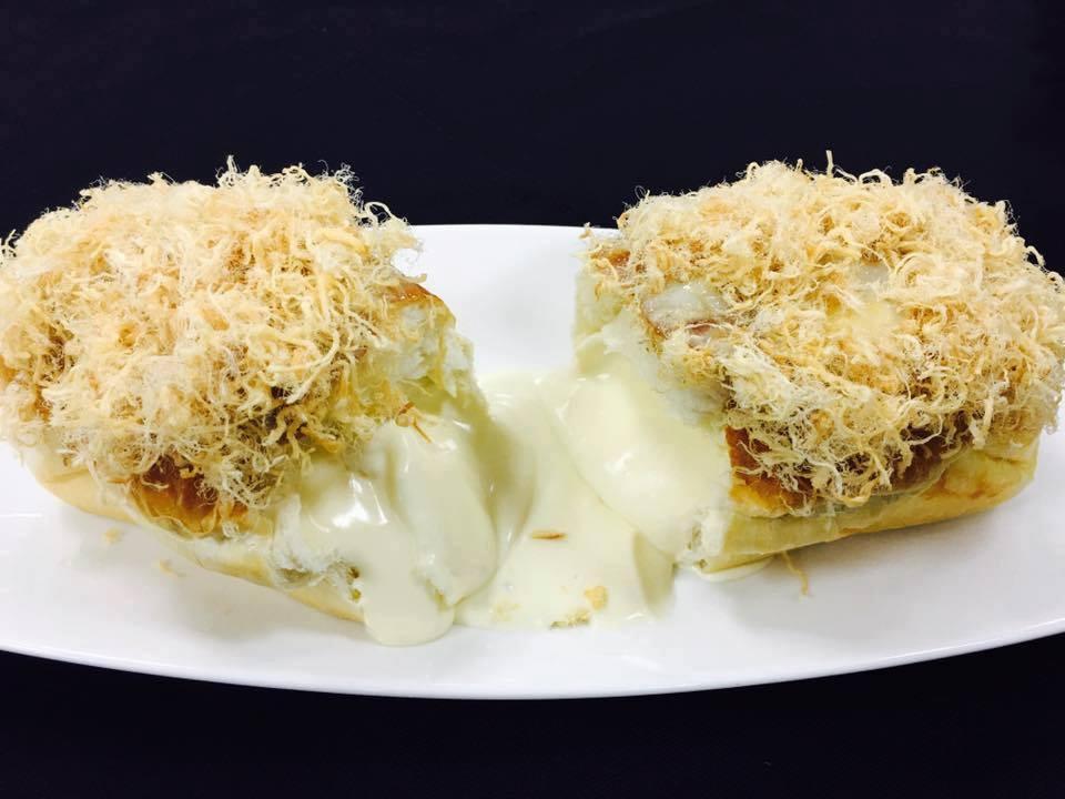 Bánh bông lan phô mai tan chảy được nhiều thực khách đặc biệt yêu thích