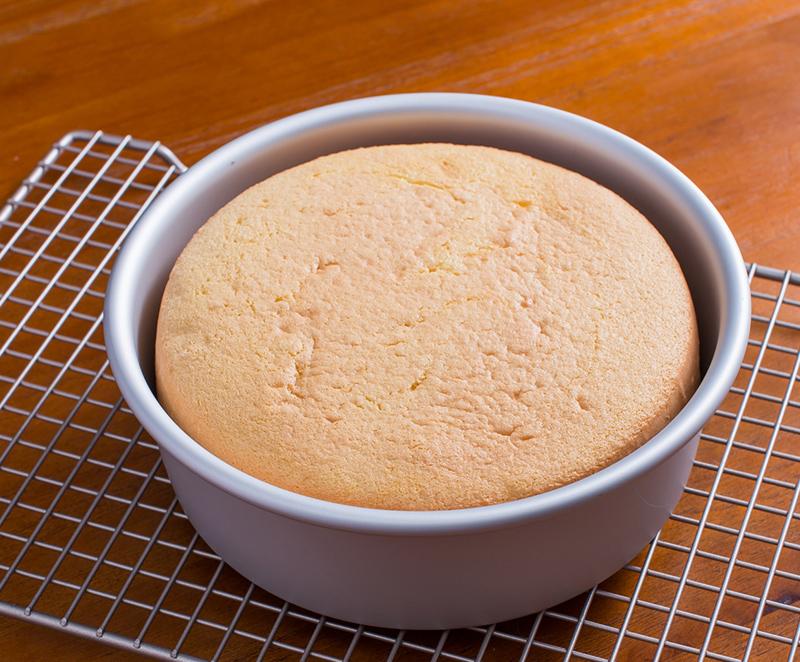 Nướng bánh trong lò ở nhiệt độ 150 - 200 độ C
