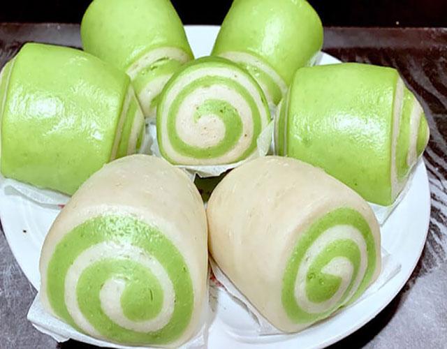 Bánh bao chay lá dứa nổi bật với hương vị thơm ngon, cảm giác vừa miệng