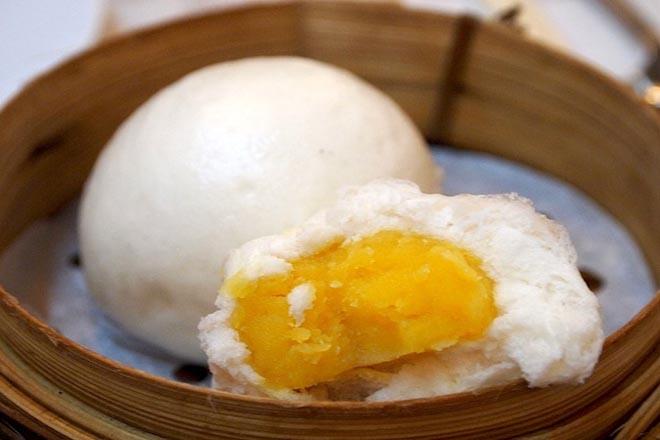 Bánh bao nhân đậu xanh chứa khoảng 150 calo trong 100g