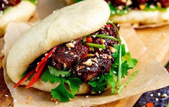 Bánh dày nhân mặn kẹp thịt được nhiều thực khách yêu thích