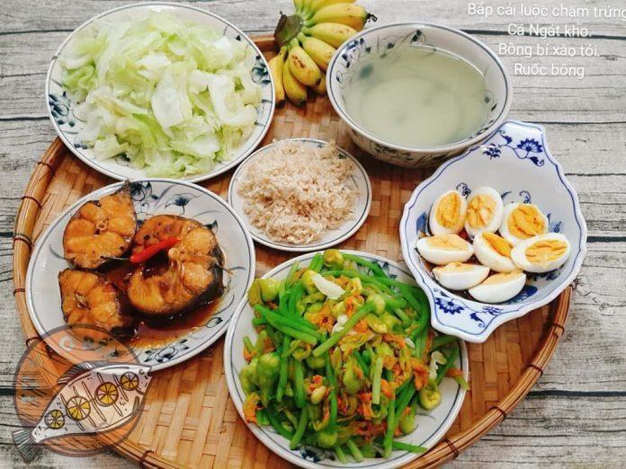 bắp cải luộc chấm trứng, cá ngát kho, bông bí xào tỏi, ruốc thịt heo bông, chuối
