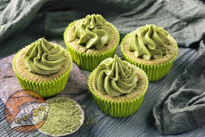 Trang trí bánh cupcake trà xanh bằng kem phủ