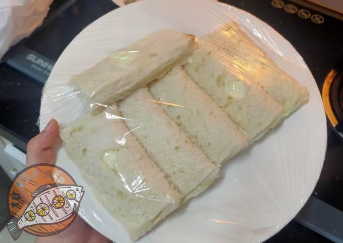 Bảo quản bằng màng bọc thực phẩm để bánh không bị khô