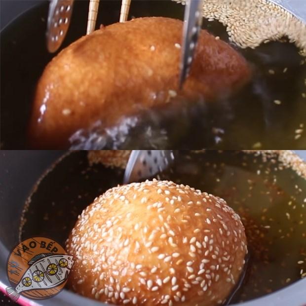 Rán bánh tiêu ngập dầu ở lửa trung bình nhỏ