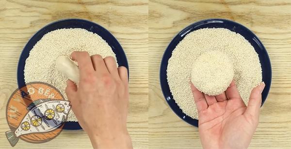 Lăn bột bánh tiêu qua mè trắng