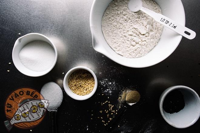 Chuẩn bị đầy đủ các nguyên liệu làm bánh tiêu cade sữa