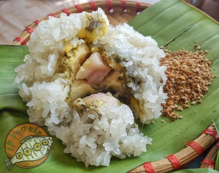 Vỏ bánh khúc dẻo với nhân có vị béo của thịt, bở của đậu xanh và thơm của hạt tiêu