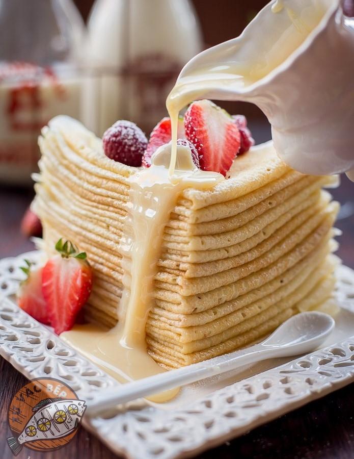 Thưởng thức bánh cùng một chút sữa đặc, mứt trái cây cùng các loại hoa quả có vị chua một chút thì sẽ rất tuyết nha!