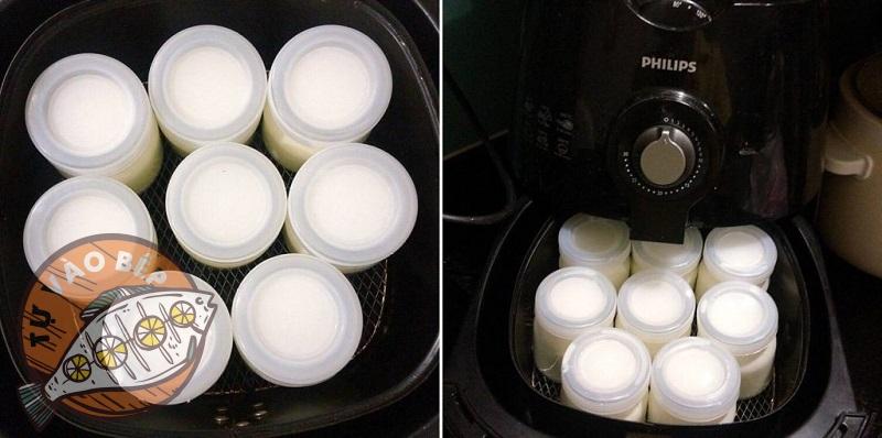 Xếp các hũ sữa chua vào nồi chiên không dầu và tiến hành ủ